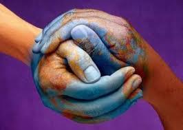 terre mains ensemble